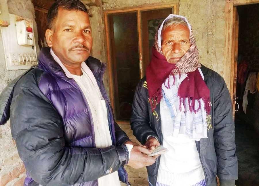 गोंढ समाजद्वारा शहिद दिनानाथ साह गोंढको परिवारलाई २५ हजार सहयोग