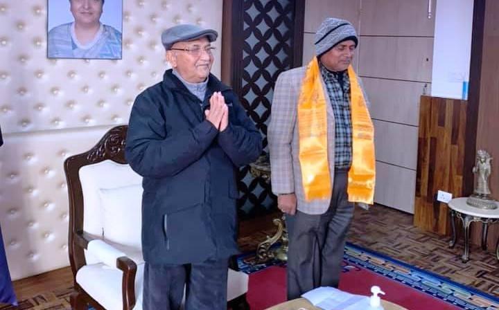 जसपाका केन्द्रिय सदस्य ईस्लाम हवारी नेकपा प्रवेश, प्रधानमन्त्री ओलीले गरे स्वागत
