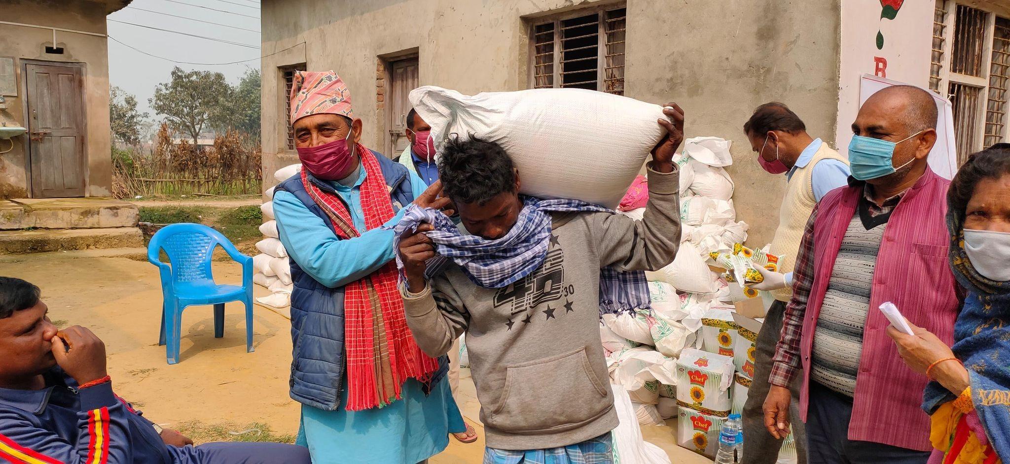 असमान नेपाले र जावास सस्थाको सहयोगमा ५०० घर परिवारलाई खाद्यान्न सामाग्री वितरण