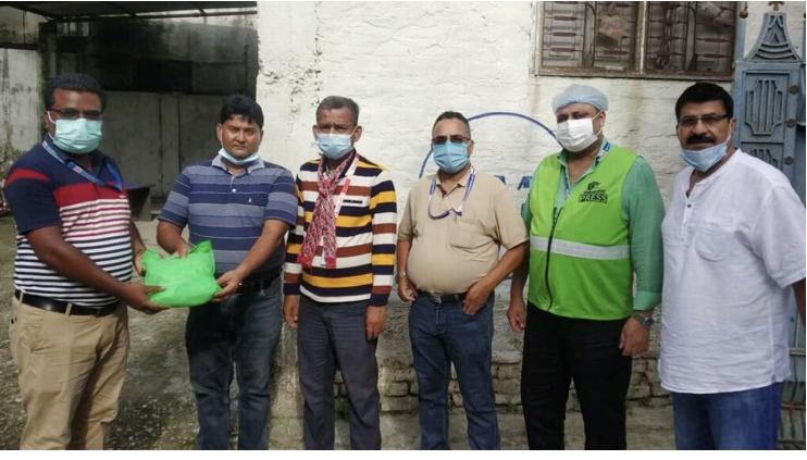 नेपाल पत्रकार महासंघ प्रादेशिक कमिटी २ द्वारा रेडियोकर्मीहरुलाई स्वास्थ्य समाग्री सहयोग।
