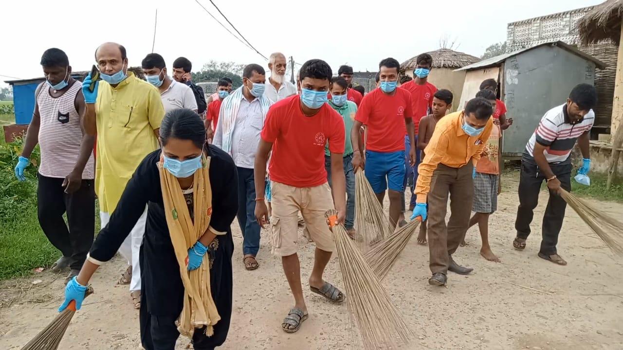 जय माँ दुर्गा भवानी पूजा समितिद्वारा सरसफाइ कार्यक्रम सम्पन्न।