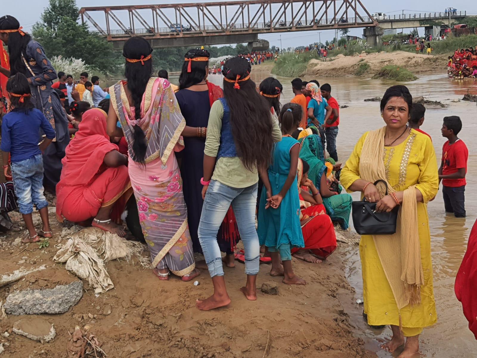 विन्दवासिनी गाउँपालिकाको हरिनगरमा दुर्गा पुजाको जल यात्रा सम्पन्न ।