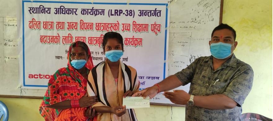 दलित, गरीव तथा जेहेन्दार छात्राहरुलाई दिव्य यूवा क्लवद्वारा छात्रावृत्ति वितरण।