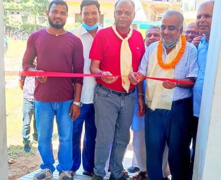नगर प्रमुख सरावगी द्वारा ने.रा.मा.वि.सुखचैनाको नव निर्मित भवनको समुदघाटन।